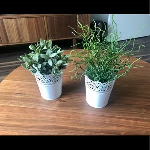 Set of 2 Decorative Artificial Plants & Pots 🌿